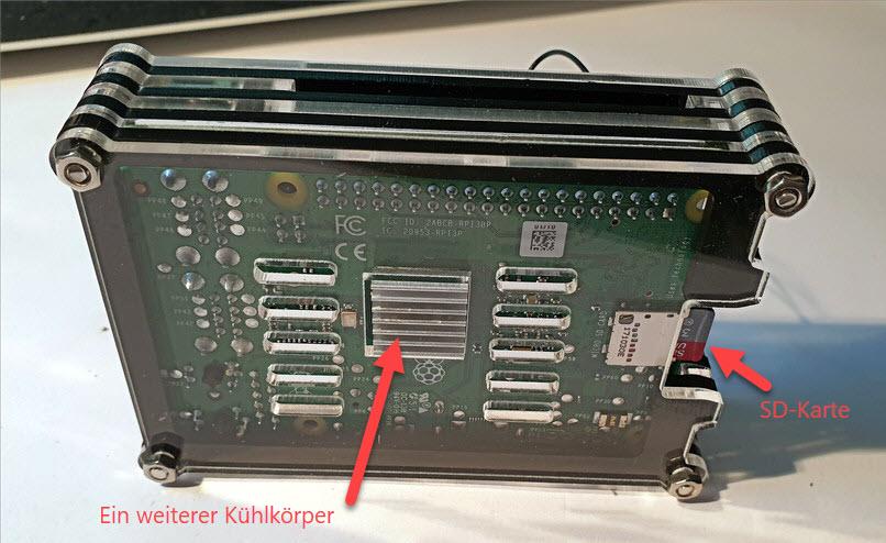 Raspberry Pi 3B+ im Gehäuse (von hinten)