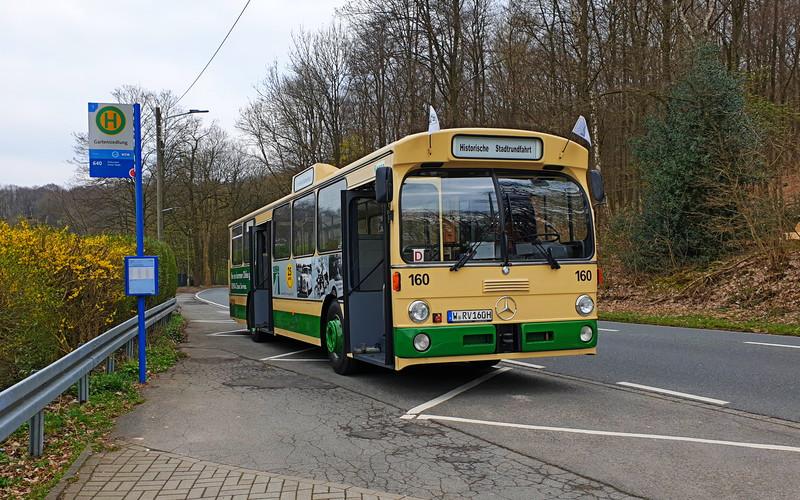 Rundfahrt durch Wuppertal im historischen Stadtbus
