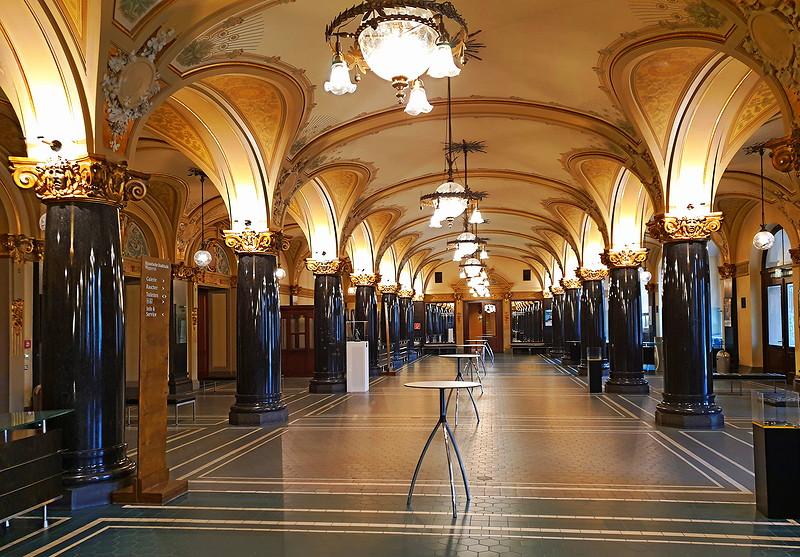 Foyer der historischen Stadthalle in Wuppertal