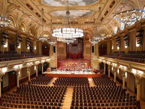 Hauptsaal der historischen Stadthalle in Wuppertal