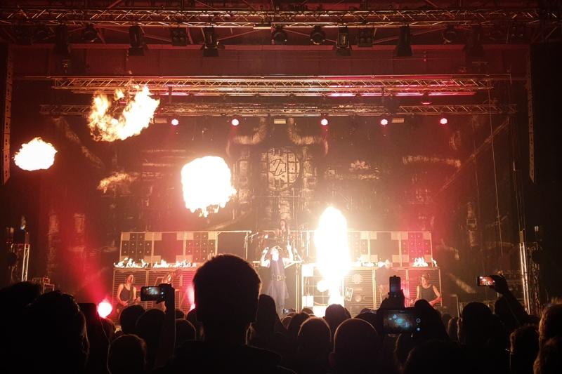 Show mit viel Pyrotechnik
