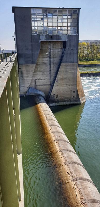 Wasserkraftwerk + Schleuse