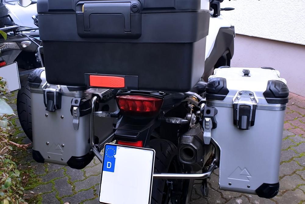 Koffer dran von hinten