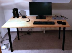 Schreibtisch fertig